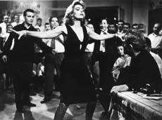 Melina Mercouri dansant le Zeibekiko