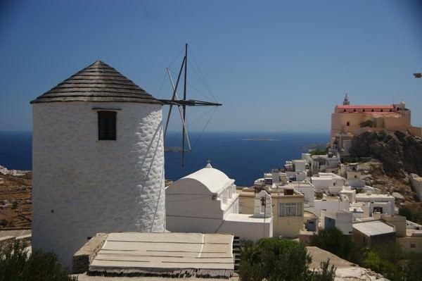 Le village d'Ano Syros et la cathédrale catholique