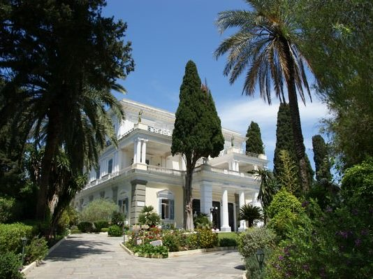 Entrée du palais d'Achille, l'Achilleon, à Corfou